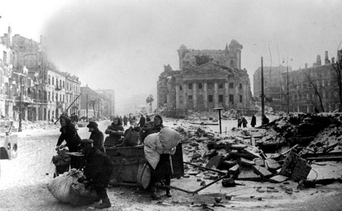 За что Варшава должна Сталин…
