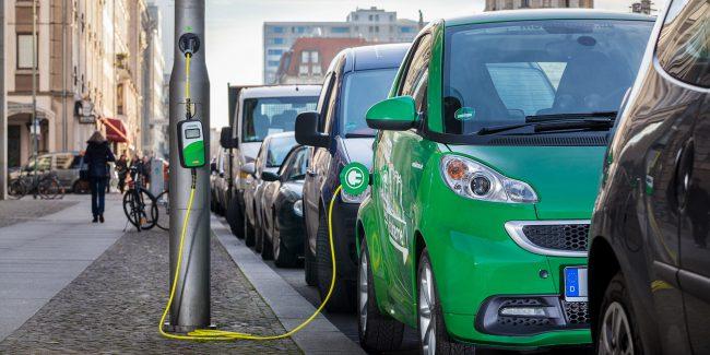 Британские фонарные столбы превратили в зарядки для электромобилей