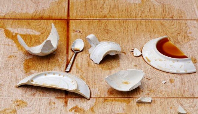 Картинки по запроÑу Случайно разбила тарелку Ñ ÐºÑ€Ð°Ñной каёмочкой