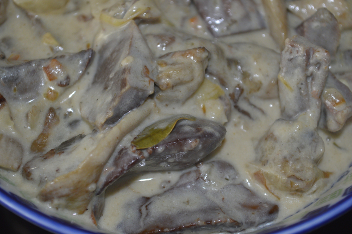 Жаркое из гусиных потрохов с белыми грибами