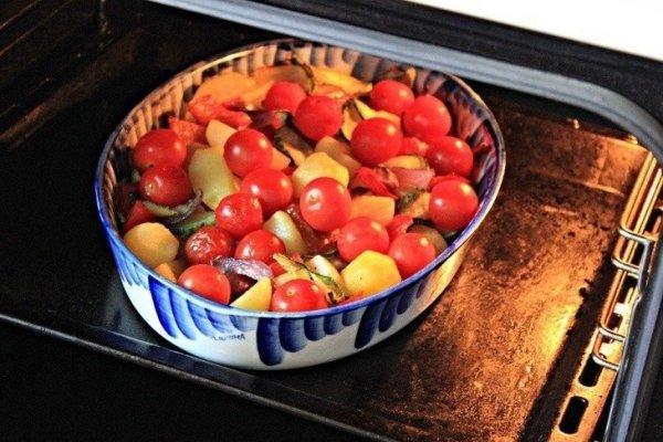 Запеченные овощи с сыром моцарелла и песто