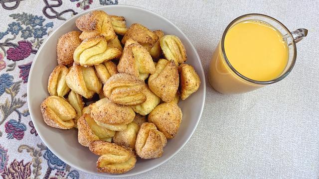 Фото к рецепту: Творожное печенье «гусиные лапки»