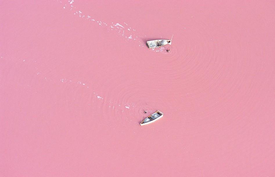 Второе место: Розовое озеро.