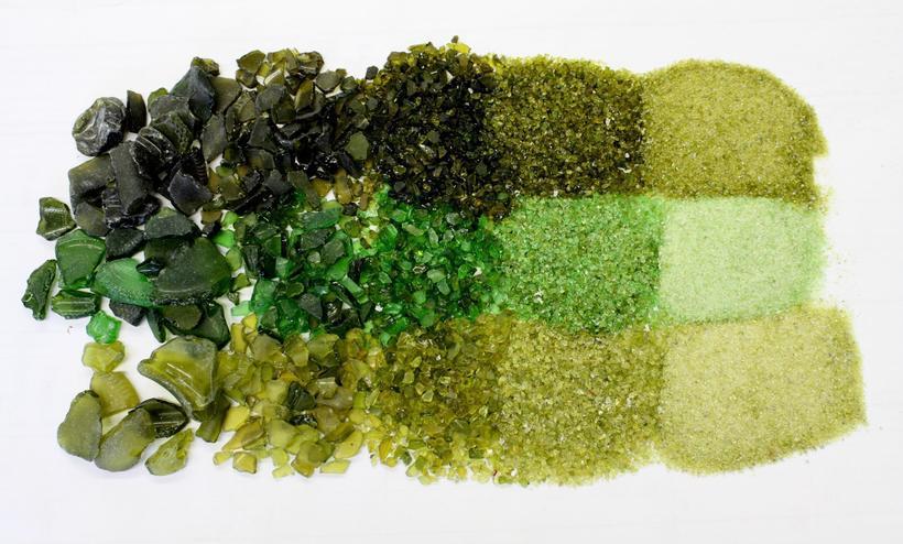 Горстка песка и улучшенные кирпичи: что можно сделать из использованного стекла