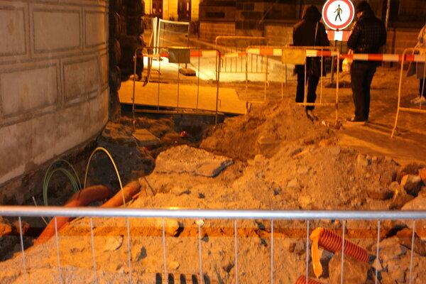 ноги можно переломать на вечерней прогулке по центру Праги