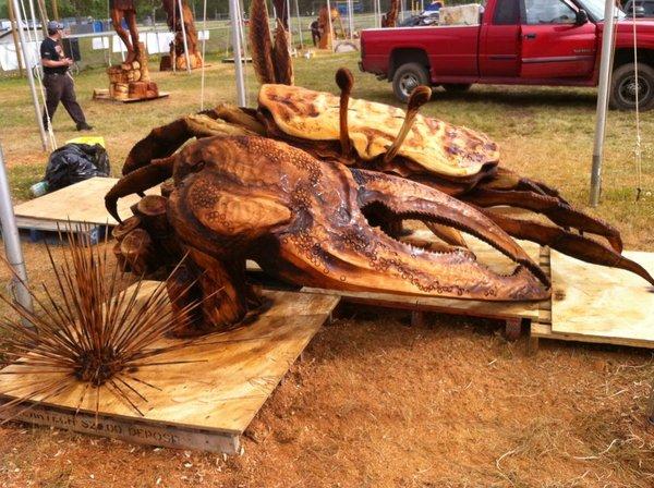 Невероятные скульптуры из дерева