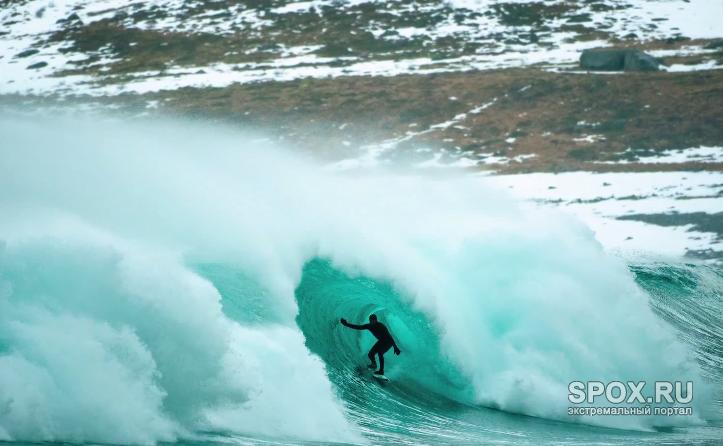 Серфинг в ледяных водах Арктики