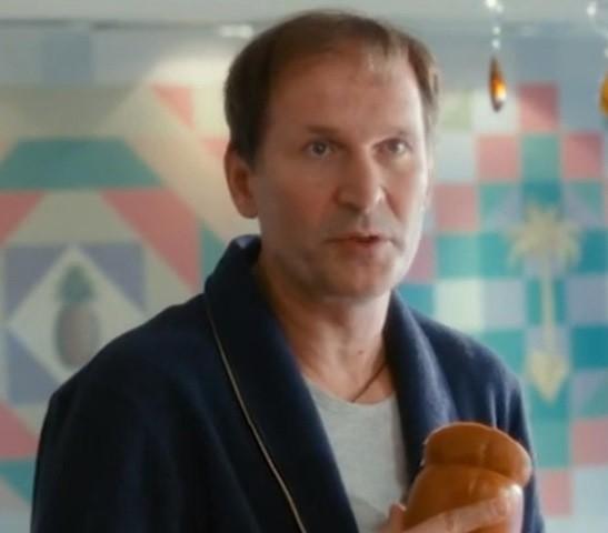 О чём говорят мужчины(2010 г.)- неверный муж, изменяет жене с колбасой Федор Добронравов, актеры, день рождения