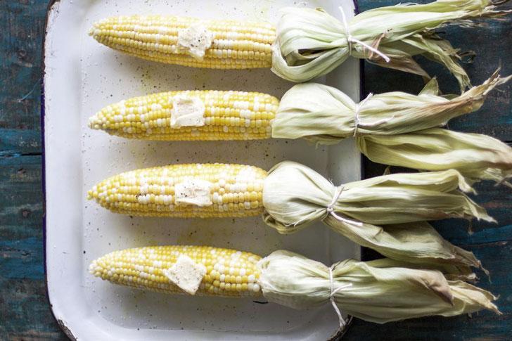 Как запечь молодую кукурузу в духовке?