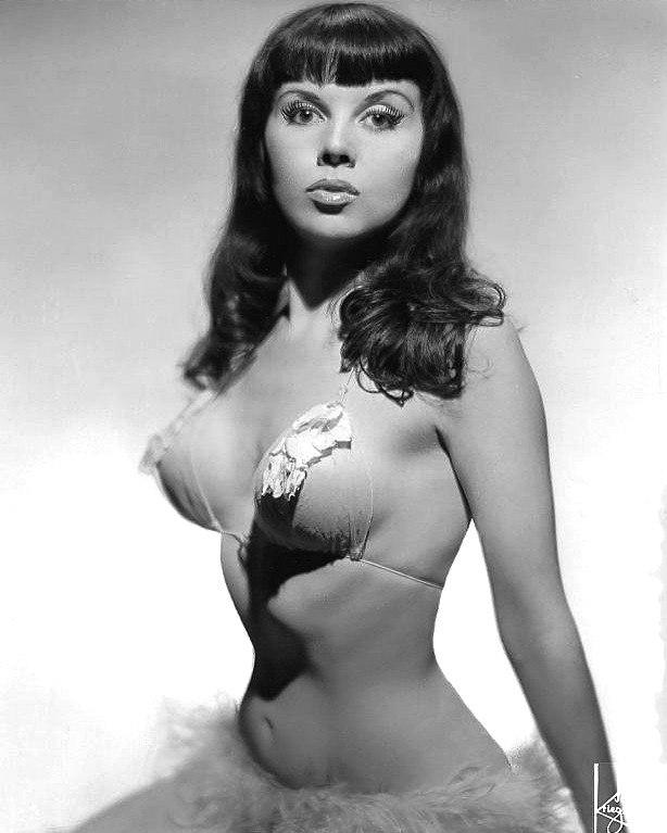 Красотка из 40-ых Джули Гибсон.