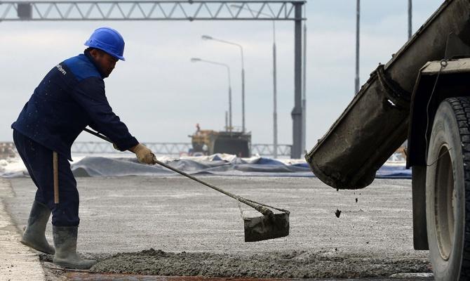 Изымать землю под строительс…