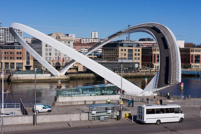 Мост Миллениум - первый в мире наклоняемый мост (Гейтсхед, Англия)