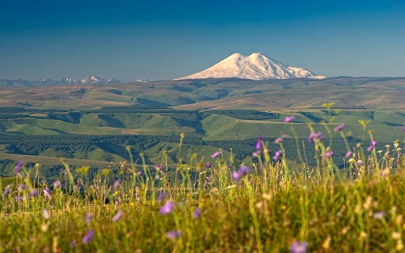 Вулкан Эльбрус. Россия. Красивое фото