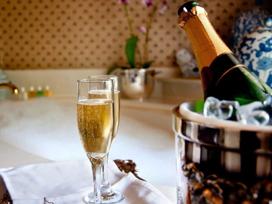 Ванна с шампанским: роскошная косметическая процедура
