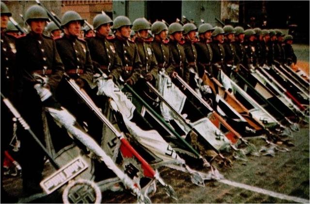 Коля из Уренгоя и судья из Архангельска / Победа над Победой: суд признал фото советских солдат «пропагандой нацизма»