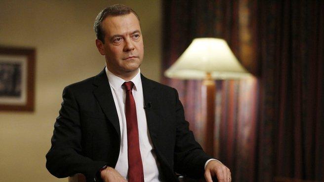Медведев: до 10 октября в правительство должны быть внесены поправки в налоговый маневр