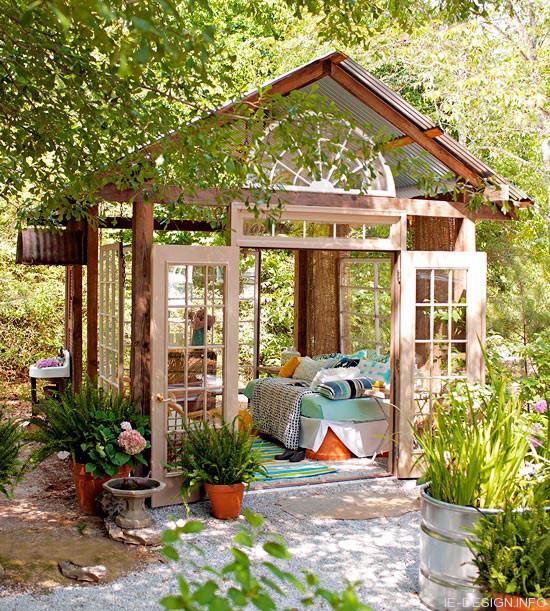 Как сделать уголок для отдыха во дворе
