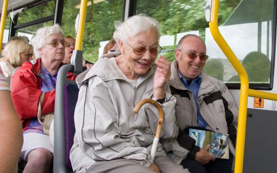 Бизнес-бабушки! В Омске пенсионерок заподозрили в намеренных падениях во время поездок
