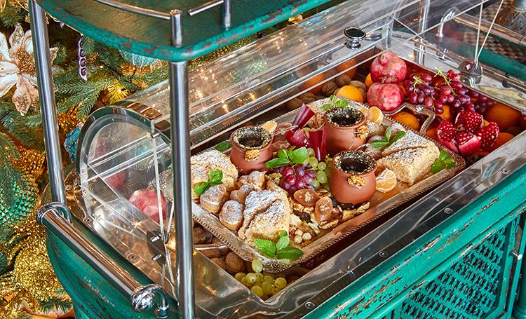 Новогодние бранчи, похмельные завтраки и другие праздничные предложения московских ресторанов