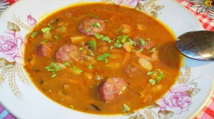 Польский фасолевый суп с копченостями