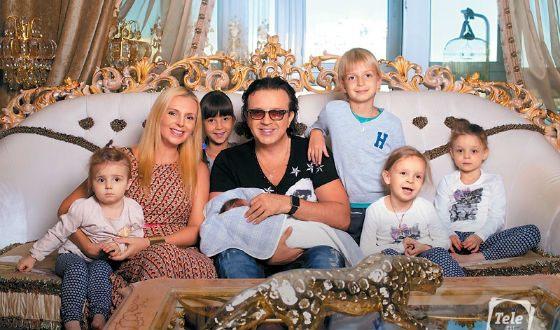 Певец Рома Жуков бросил жену и шестерых детей