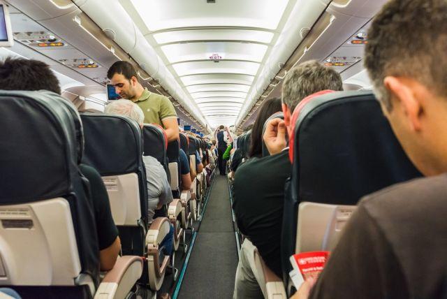 Небо, самолёт, аптечка. Пассажиры авиарейса сами спасли жизнь человека