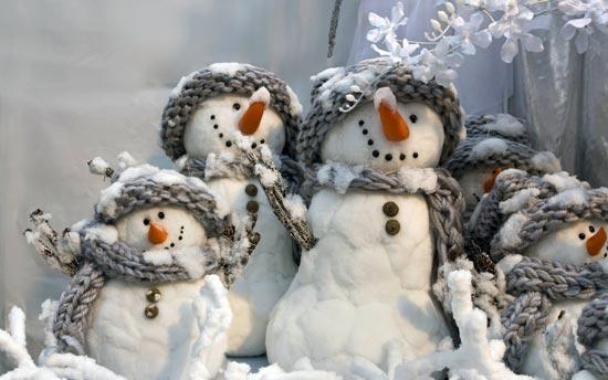Снеговики.