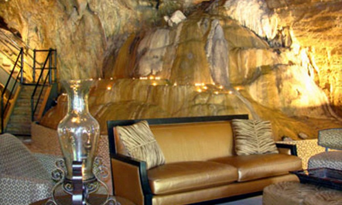Неординарный отель Бэкхемов продадут на аукционе