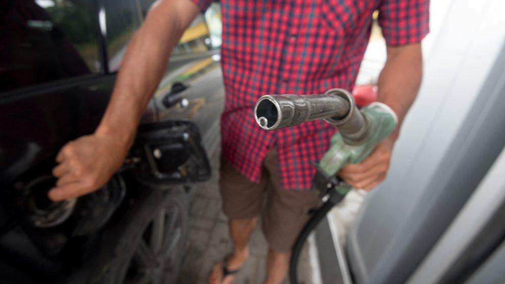 Эксперт прокомментировал новость о бензине по 100 рублей