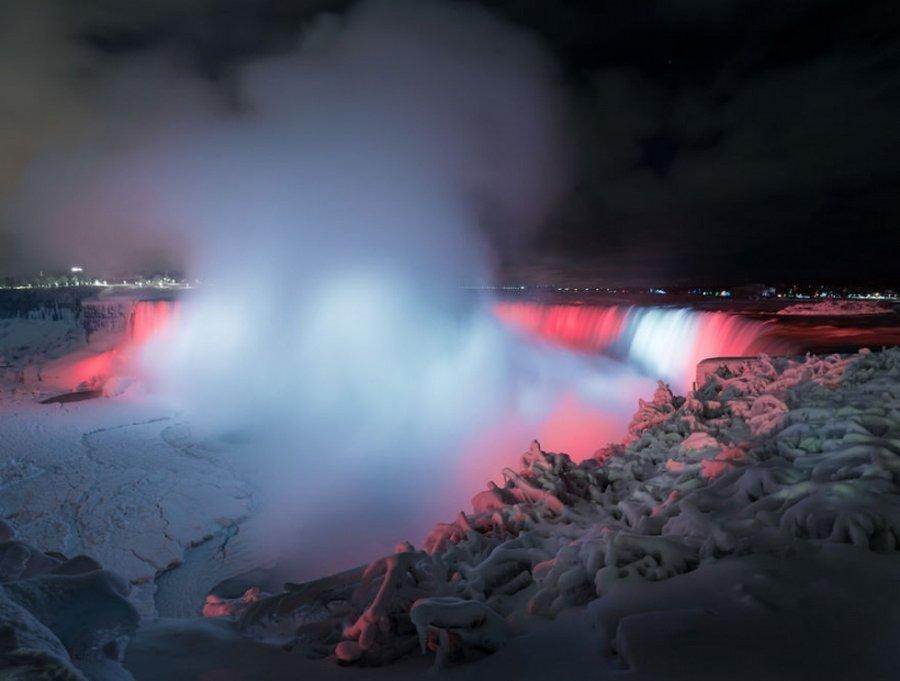 Неземные фото замерзшего Ниагарского водопада