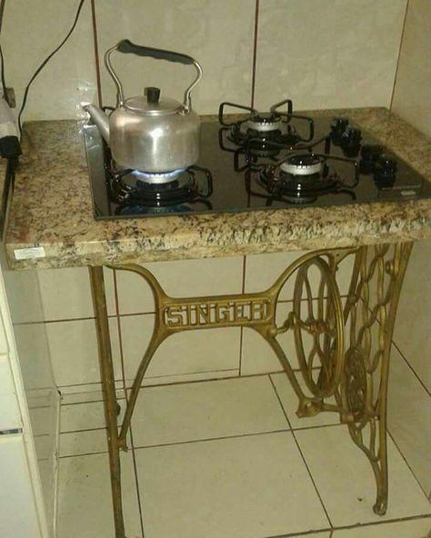 Швейные машинки на кухне и в ванной