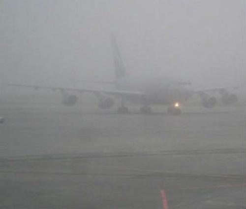 Видео, как в Британии женщина-пилот в шторм боком посадила Boeing
