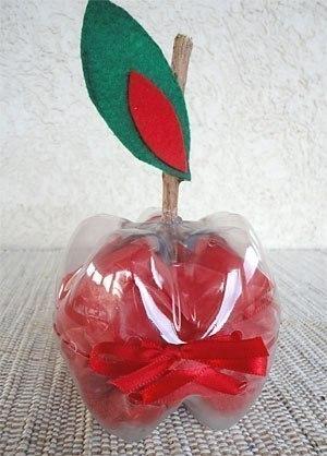 Яблочко из пластиковой бутылки.