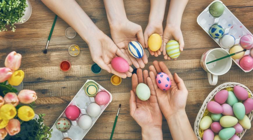 Делаем натуральные красители для пасхальных яиц!