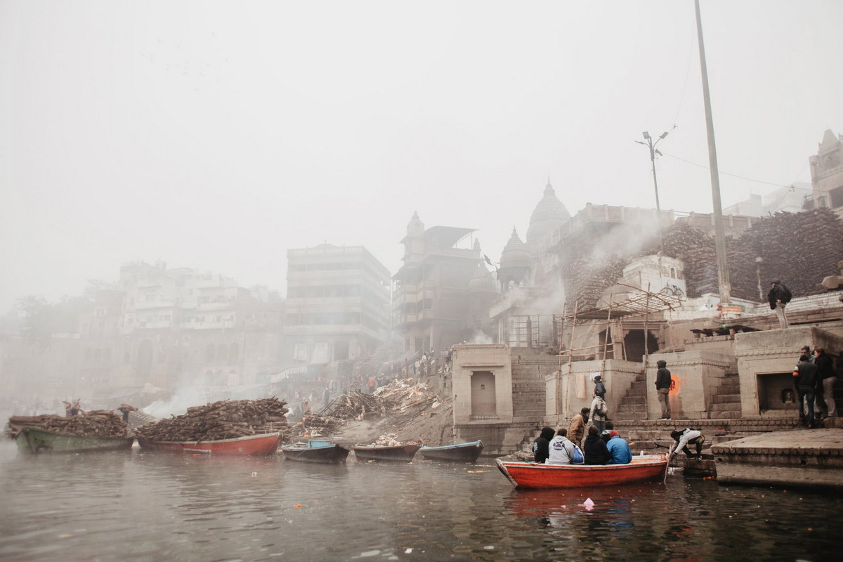 Город Варанаси, куда приезжают умирать