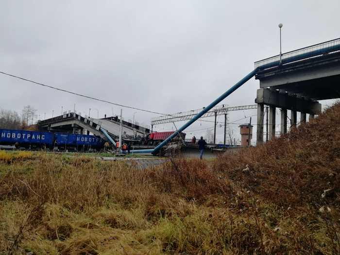 В Свободном под автомобилем рухнул бетонный мост