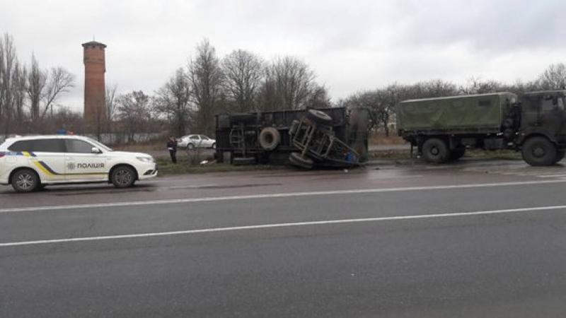 В Николаевской области грузовик Нацгвардии въехал в остановку и убил женщину