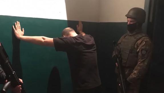 На Украине тюремщиков поймали на банкете для членов ОПГ