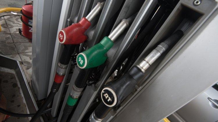 Снижение цен на бензин зафиксировано в России
