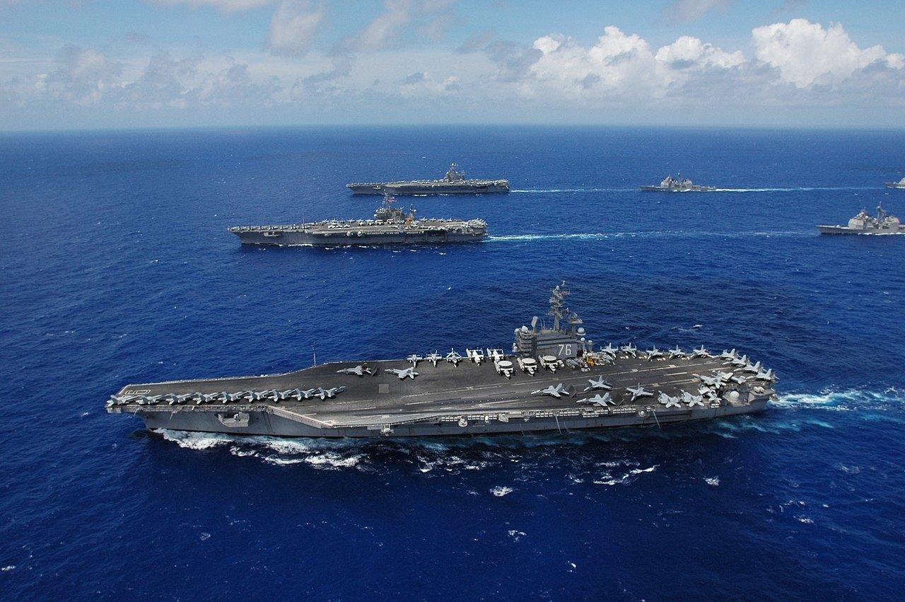 Вертолет ВМС США рухнул на палубу авианосца USS Ronald Reagan в Филиппинском море