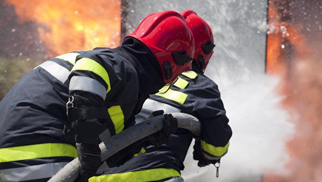 Под Винницей более тысячи человек тушат пожар на военном складе