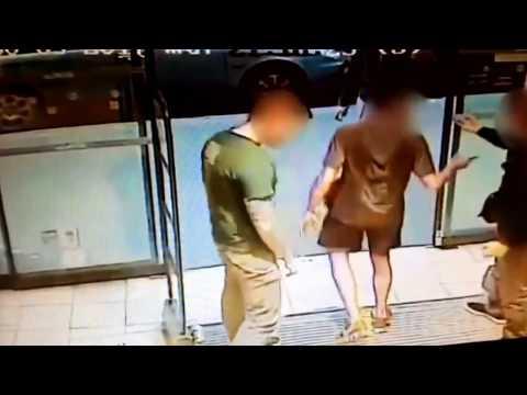 Париж. Супермаркет в 13 округе: на входе мусульманин с кинжалом нападает на людей - видео
