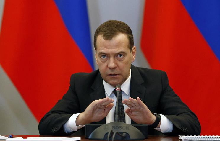 Медведев поручил проработать новые меры стимулирования рождаемости