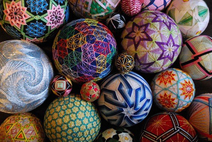 Вышитые шары «темари»