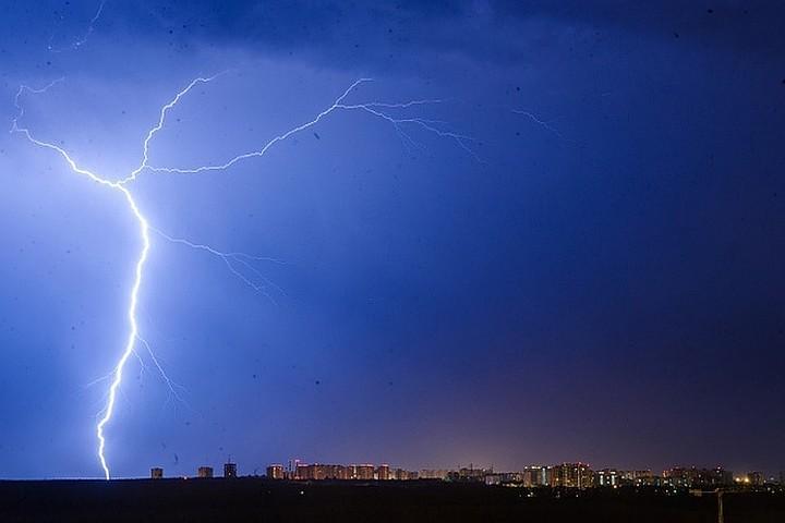 МЧС предупредило о грозе и сильном ветре в Москве 14 июля