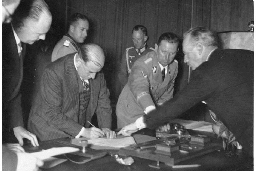 Для справки: Мюнхенский сговор. Путь к войне