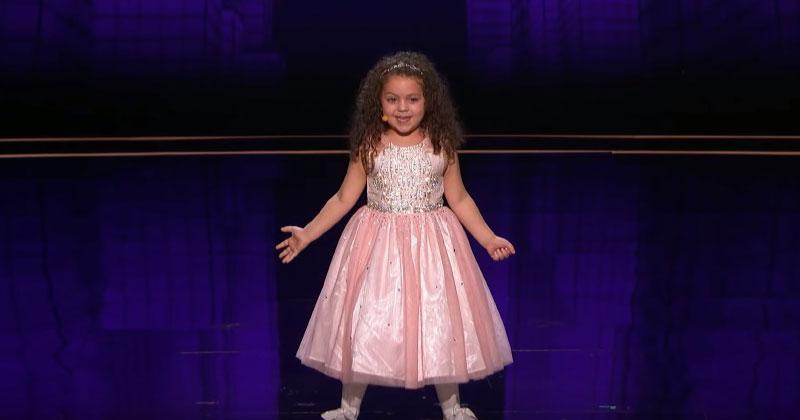 5-летний ангелочек вышла на сцену и объявила «Мне нужен миллион долларов. Я просто хочу петь для всех, чтобы они были счастливы»