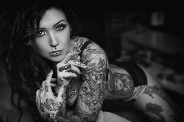 Красивые девушки с интересными татуировками - 28 фото