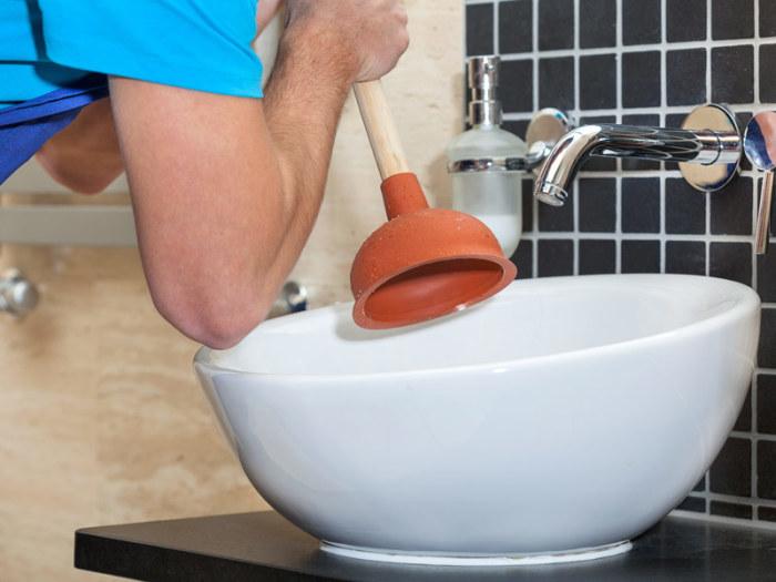 Как прочистить засор в раковине своими силами
