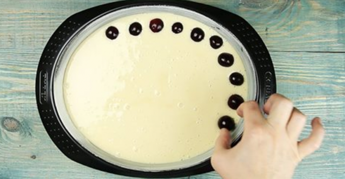Если у тебя остался стакан кефира, приготовь этот замечательный пирог с вишней!